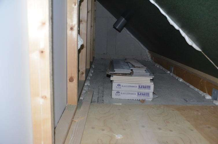 Aanleggen waterleiding warmkoud met afvoer + omleggen leiding radiator in vl # Wasbak Zolder_223946
